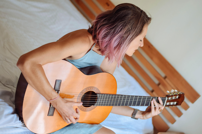 anya_guitar