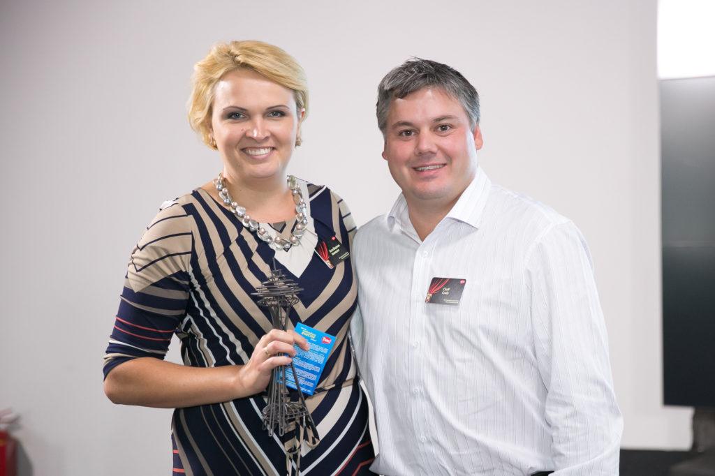 отримання відзнаки «YUM Brands» у 2013 р. за інноваційний підхід у навчанні персоналу ресторанів «KFC» (праворуч від Валерії – Cody Cluff, Senior Director HR у «Yum! Restaurants International & Global KFC»)