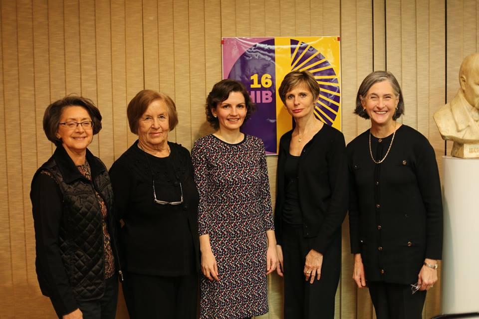 З активістками Світової федерації українських жіночих організацій у Нью-Йорку після виступу, приуроченому 16 днів протидії гендерному насильству