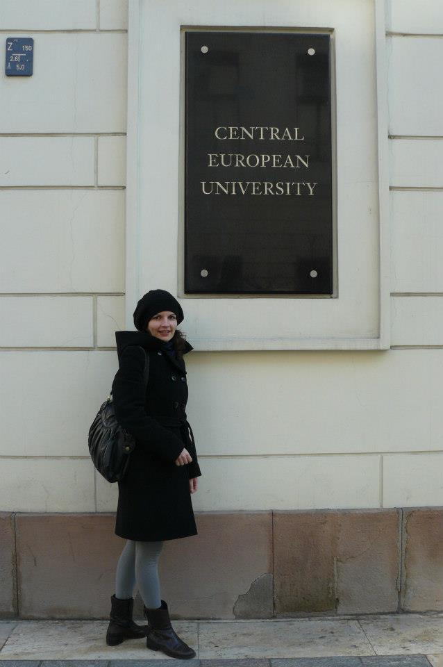 Біля Центральноєвропейського університету (Будапешт)